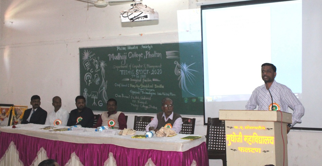 images/Slider/One Day State level Seminar on Recent trends in Technologies by Mr. Shashikant Dandile.JPG